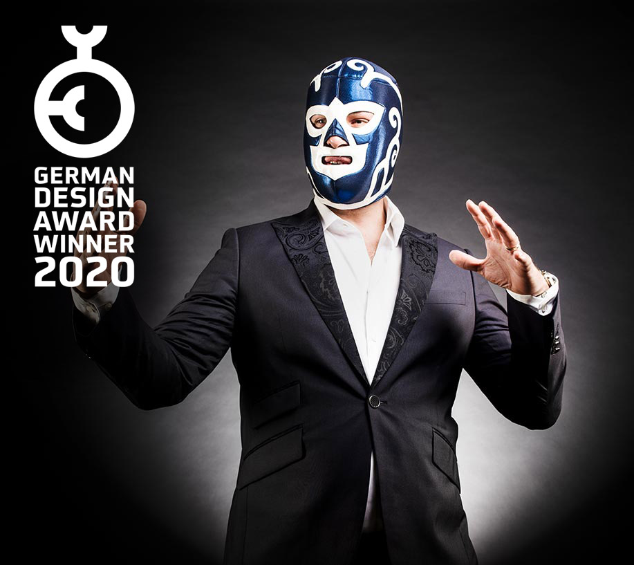 Hier ist wohl was schief gelaufen. Stellen Sie sich hier ein Bild von jemanden vor, der eine Maske trägt und komische Bewegungen macht.